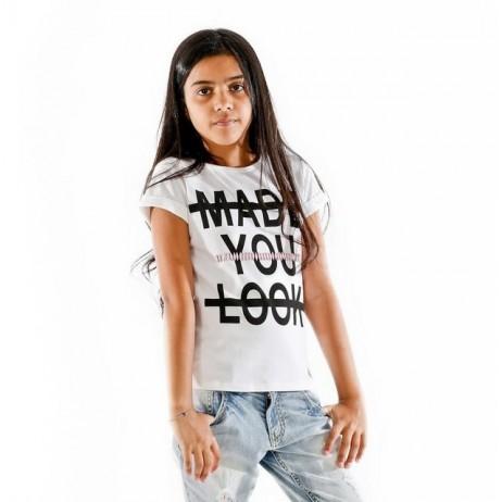 Camiseta blanca con letras de FUN & FUN