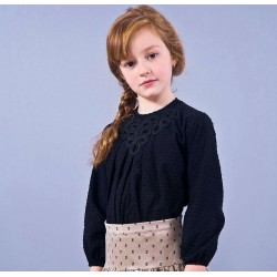 Blusa negra plumeti niña con aplique de Sinfonietta